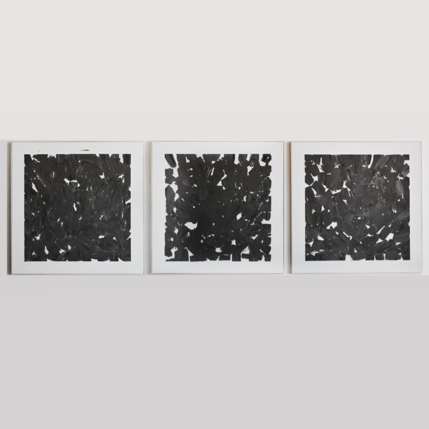 Tríptico tallas negras I (estudios dedesgaste), 2019 de Rodrigo González Castellanos