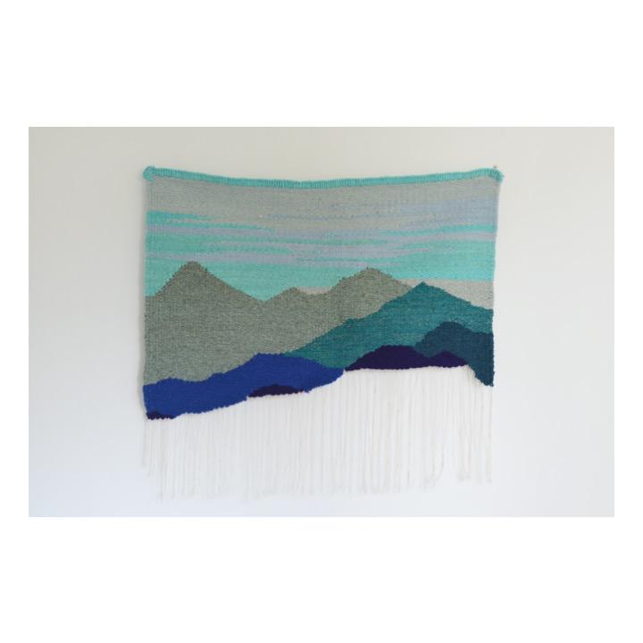 Montañas sin terminar azul de Rodrigo González Castellanos
